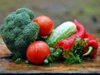 Мыло, щетка, душ: Роспотребнадзор объяснил, как правильно мыть овощи